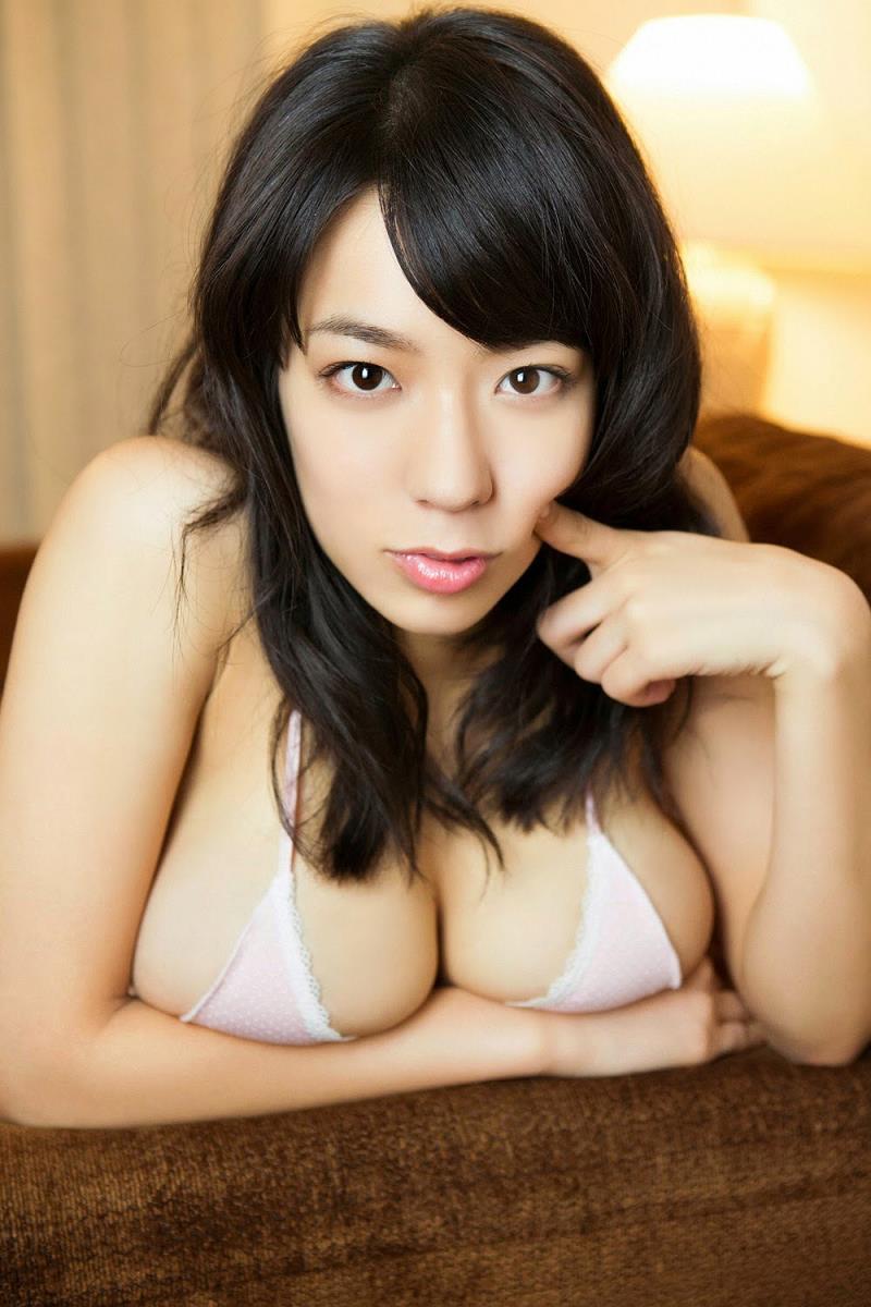 豊満バストが強調されている小瀬田麻由の画像♪