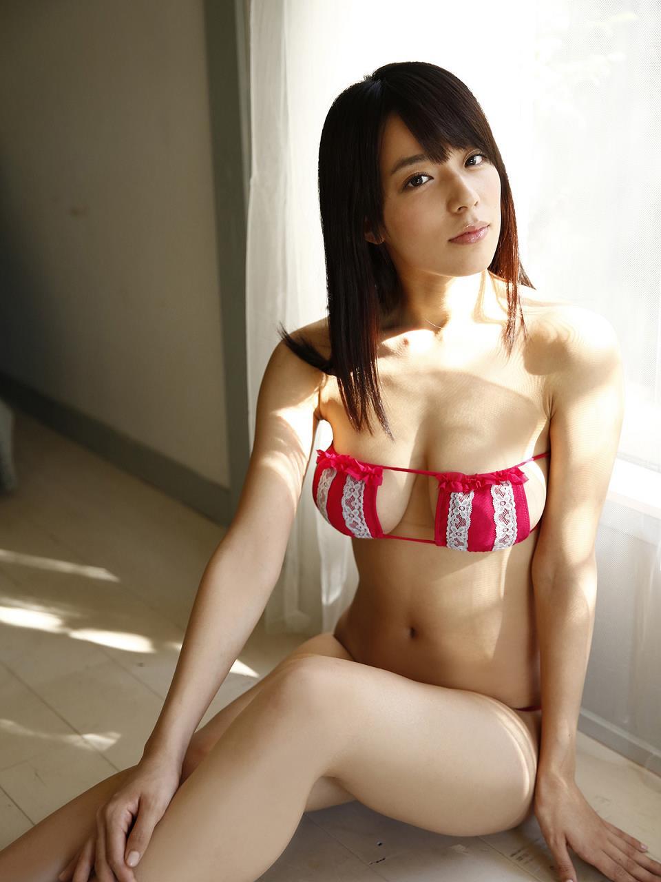 太陽の下で陽を浴びている小瀬田麻由の画像♪