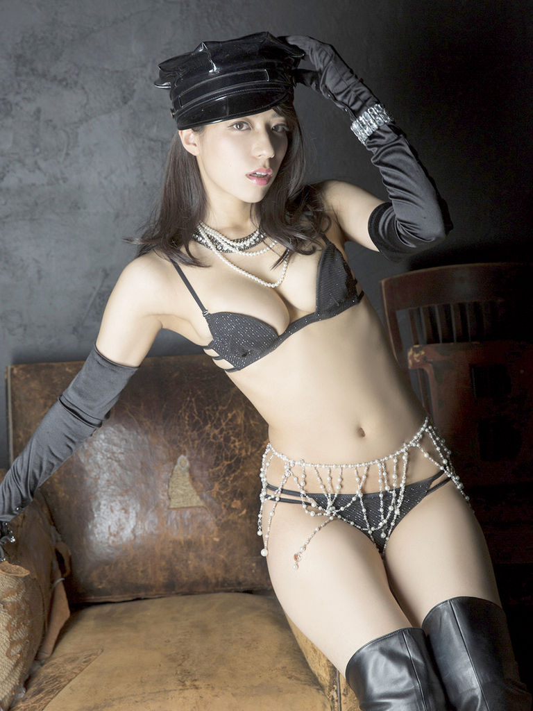 カッコイイ帽子をかぶったセクシーな小瀬田麻由の画像♪