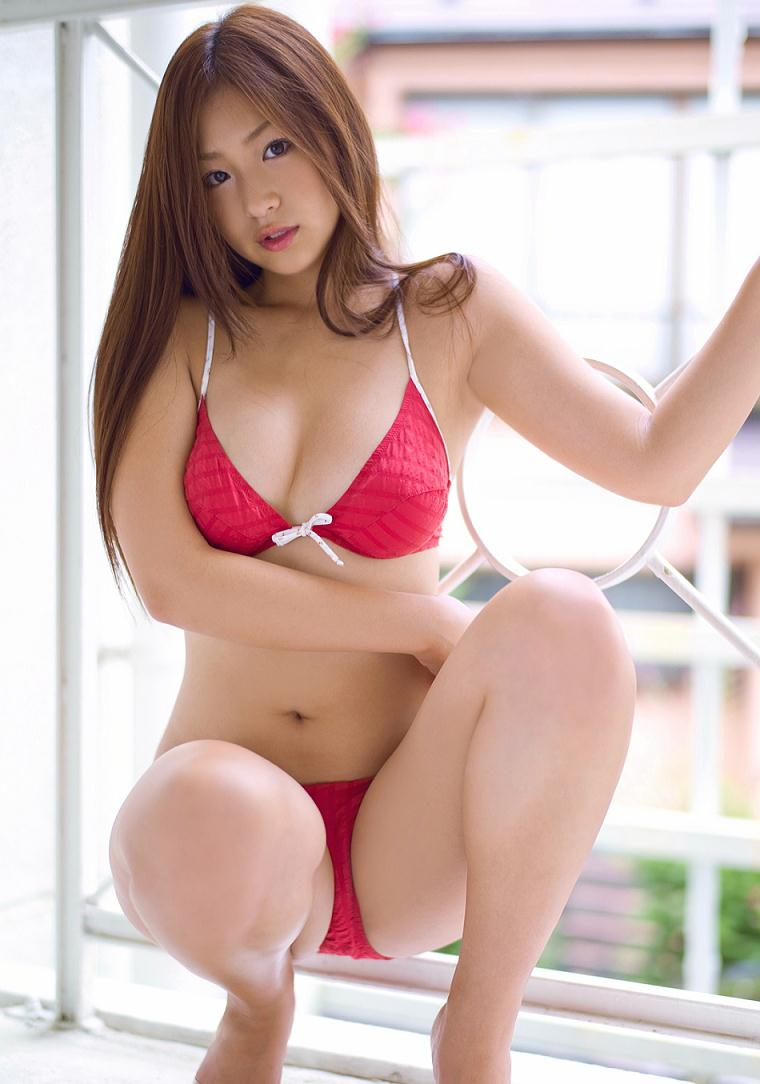 Japanese babe in swimsuit appears to open legs towards cam